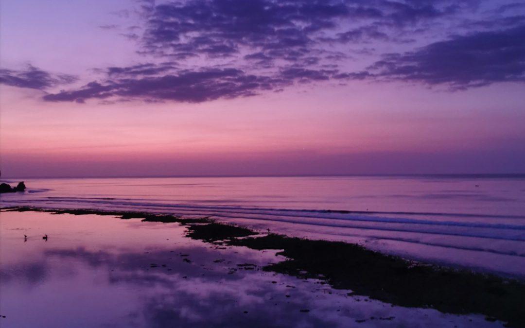 Upeiden auringonlaskujen Uluwatu – leppoisaa surffimeininkiä ja Balin parhaita rantoja